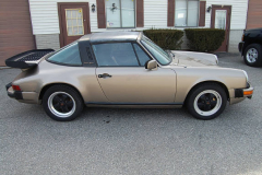 Porsche 911 SC Targa Gold 1982 Passenger Side View