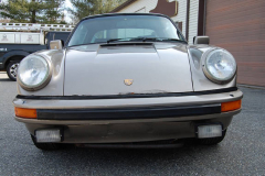 Porsche 911 SC Targa Gold 1982 Front View